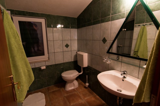 bathroom, hotel skalinada, hvar accommodation, arboursabroad